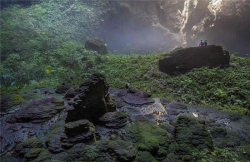 """韩松洞""""位于越南风牙者榜国家公园,风牙者榜国家公园位于河内南边500"""