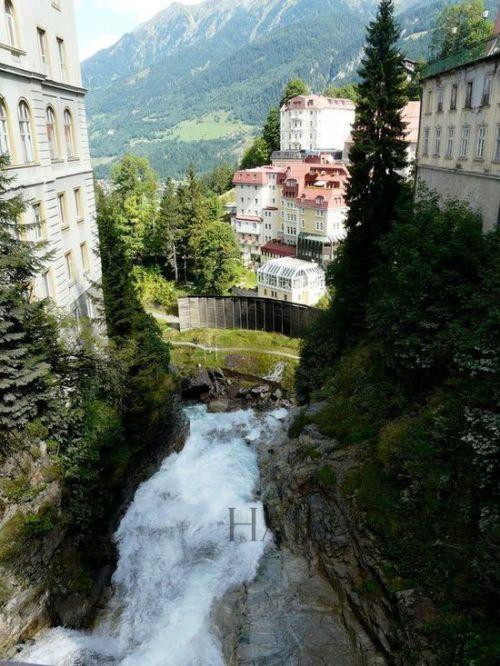壁纸 风景 旅游 瀑布 山水 桌面 500_666 竖版 竖屏 手机