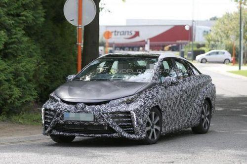 丰田fcv燃料电池车谍照曝光 明年推出高清图片