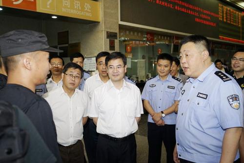市领导惠建林、杨崇华、范建国至市公安局指导青奥安保工作2