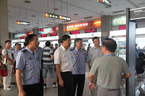 副市长范建国带队检查客运危运企业安全管理工作
