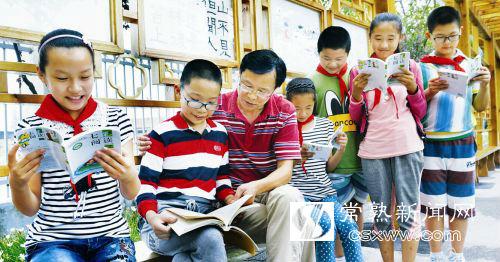 给孩子们编写了一本家乡历史题材的校本教材《可爱的家乡》.