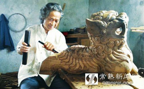 访红木雕刻工艺非遗传承人盛祖保