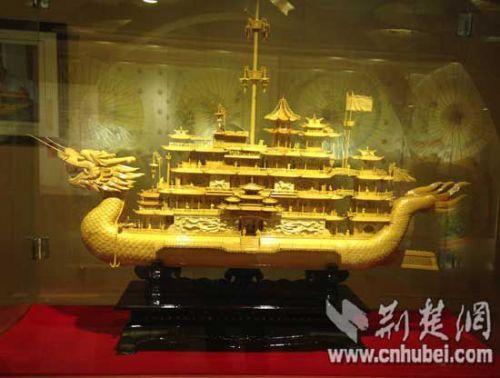 武汉木雕船模 (资料图)