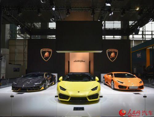 本次车展,华晨宝马1系运动轿车正式首发亮相.