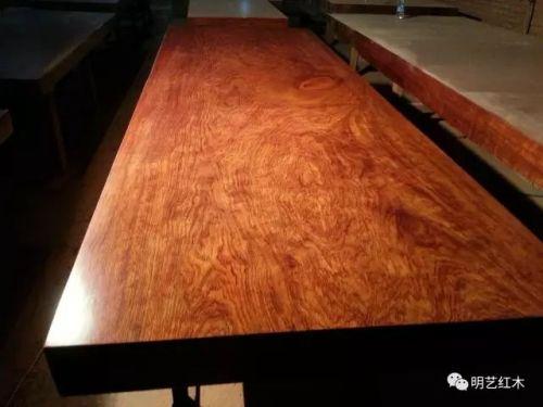 此外目前市场中家具和木地板也常用摘亚木(dialium)