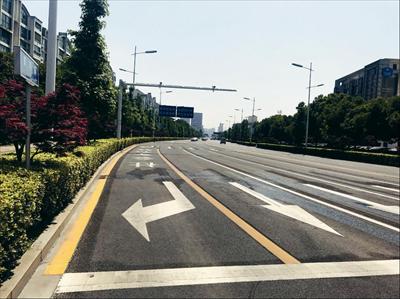 改造后,黄河路最北侧车道为公交专用及社会车辆右转专用车道。