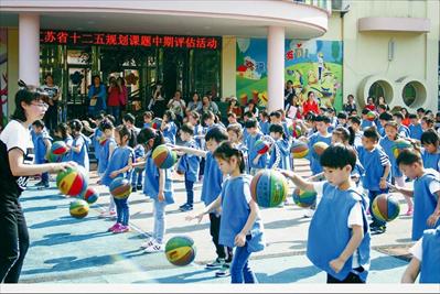 培养孩子全面运动能力 体育特色幼儿园接受中期评估