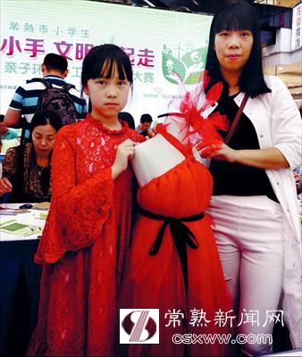 图:款式新颖的儿童礼服。