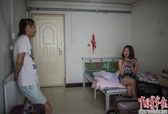 留在北京众相生:外地毕业生没户口 住房收入影响大