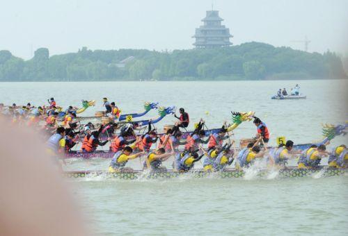 金鸡湖上赛龙舟
