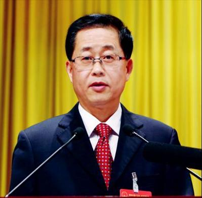 市人大常委会主任杨崇华向大会作工作报告。谢健摄