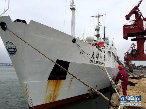 """这是4月15日拍摄的停靠在厦门现代码头的""""大洋一号""""科考船。新华社记者 刘诗平 摄"""