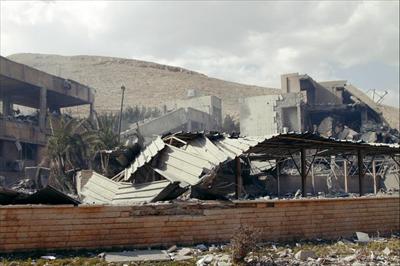 这是4月14日在叙利亚大马士革拜尔宰区拍摄的遭美英法军事打击后的科研中心。新华社 发