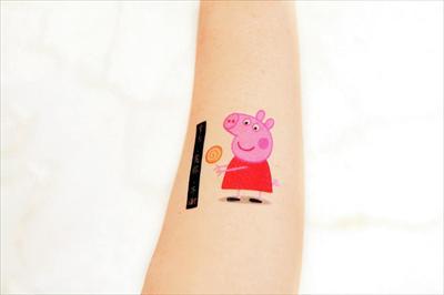 """曾几何时,""""小猪佩奇身上纹,掌声送给社会人""""成为年轻人之中的流行语"""
