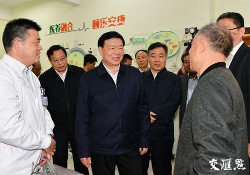 (图为江苏省委书记娄勤俭在南通调研。图片/交汇点)