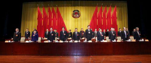 昨日,政协常熟市第十四届委员会第三次会议在庄严的国歌声中胜利闭幕。本报记者 谢健摄