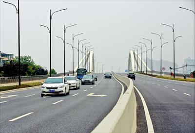 图:大桥正式通车。本报记者 朱琪摄