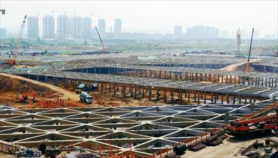 图:沪通铁路常熟站建设现场。记者 李献摄