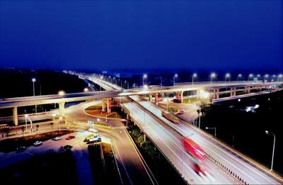 图:锡太公路常熟段道路主线正式亮灯。本报记者 高岳摄