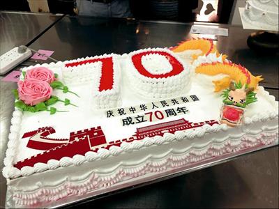图:选手制作的裱花蛋糕。